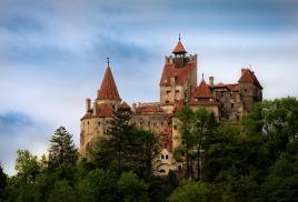 Провести Хэллоуин в замке Дракулы
